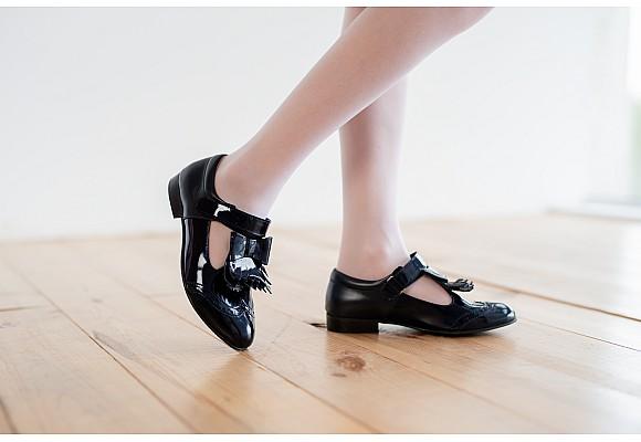 Детские туфли на высоком каблуке: плюсы и минусы.