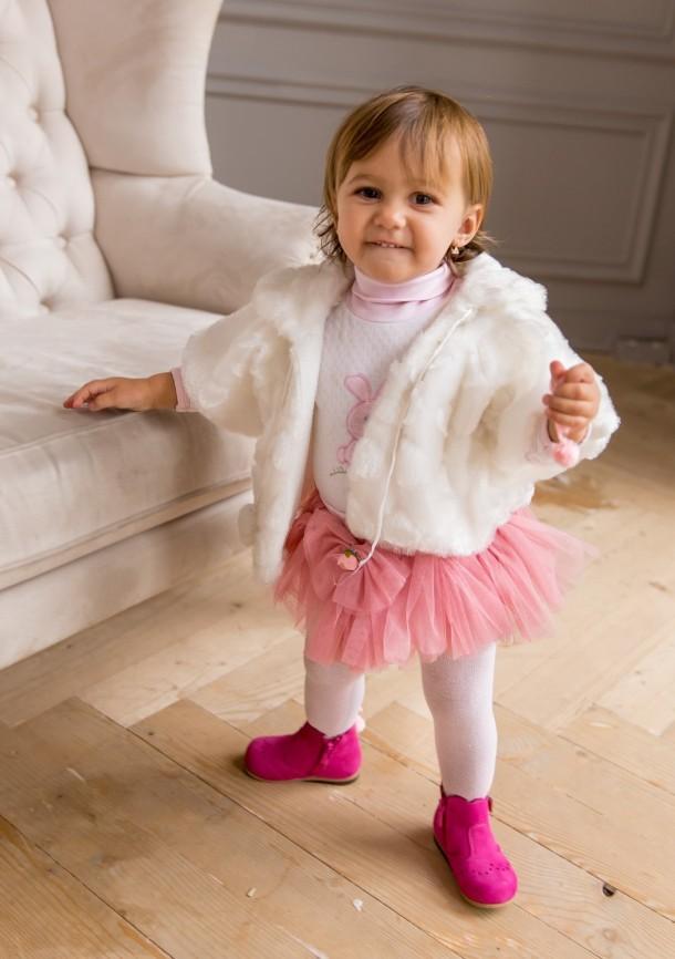 Девочка обута в детские демисезонные ботинки (подкладка кожа) Bebbini розовые (3016) Фото 2