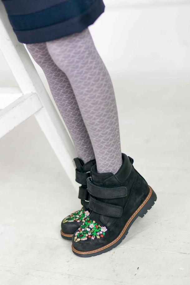 Девочка обута в детские демисезонные ботинки Woopy Orthopedic черные (3174) Фото 2