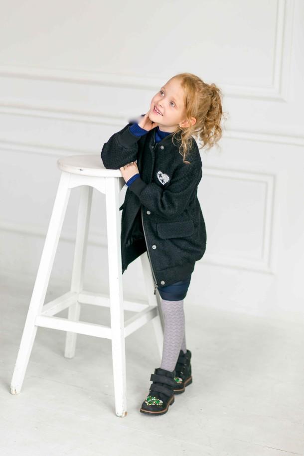 Девочка обута в детские демисезонные ботинки Woopy Orthopedic черные (3174) Фото 1