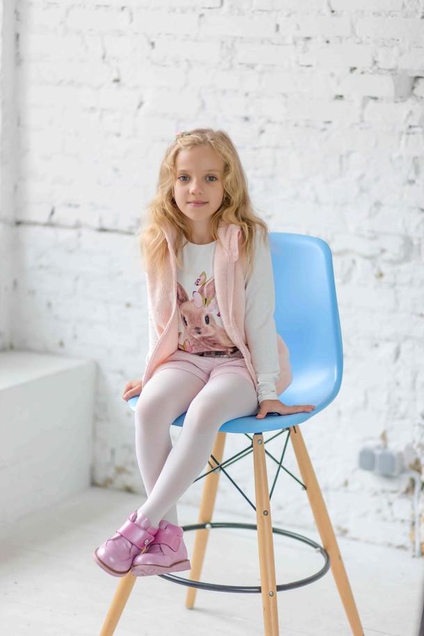 Девочка обута в детские демисезонные ботинки Woopy Orthopedic розовые (3182) Фото 1