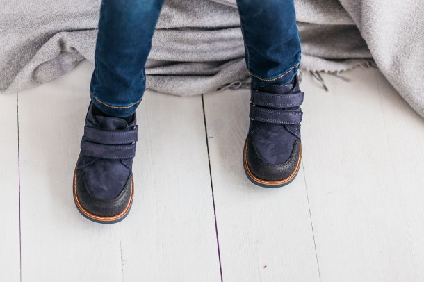 Мальчик обут в детские туфли Woopy Orthopedic темно-синие (3291) Фото 2