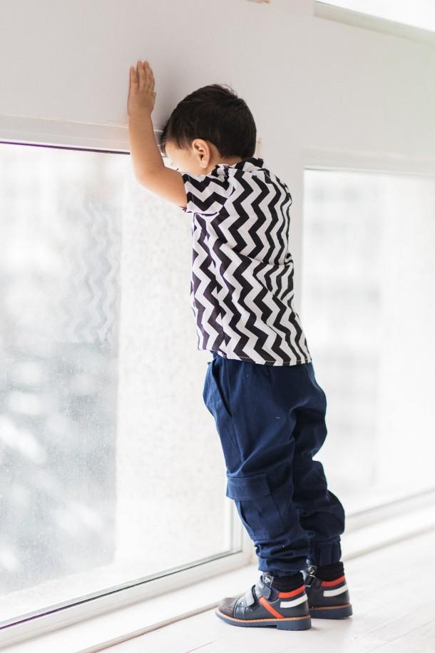 Мальчик обут в детские демисезонные ботинки Woopy Orthopedic темно-синие (3339) Фото 1