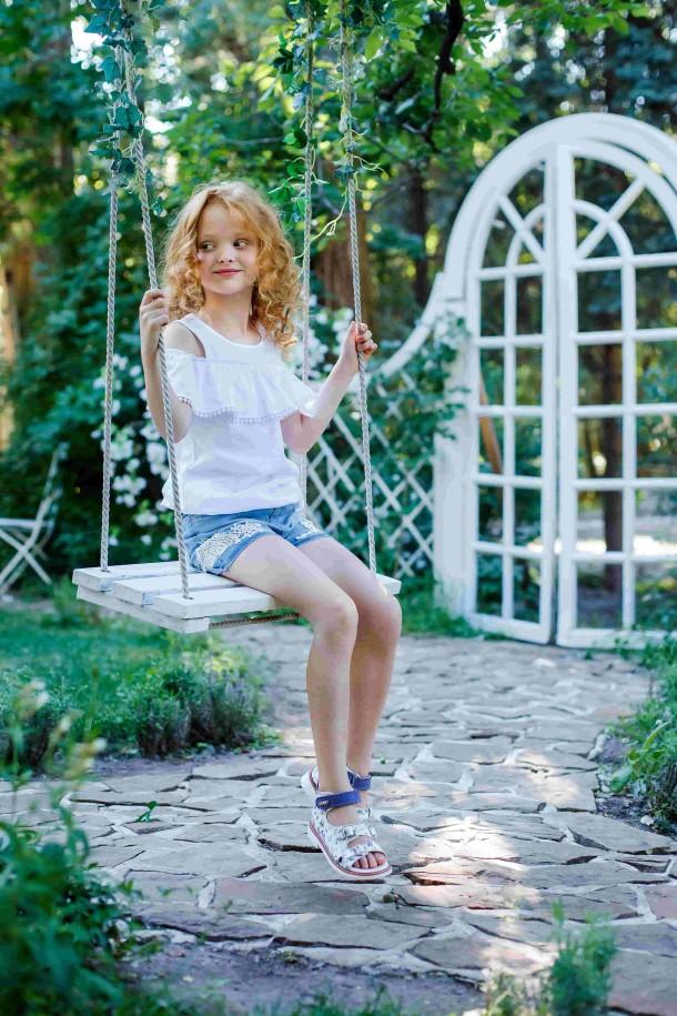 Девочка обута в детские босоножки Woopy Orthopedic сиреневые, разноцветные (3575) Фото 1
