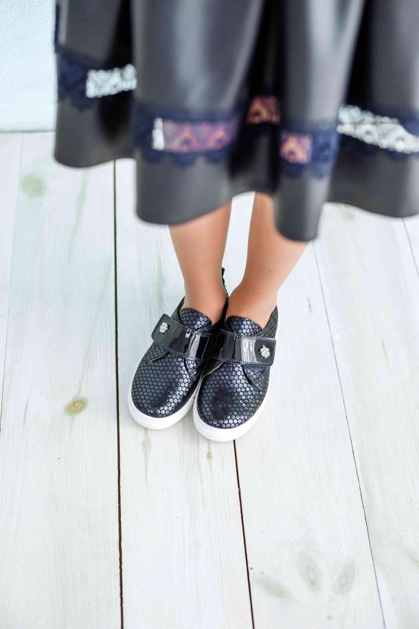 Девочка обута в детские слипоны Woopy Orthopedic темно-синие (3694) Фото 2
