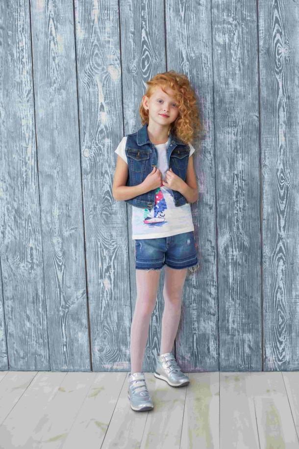 Девочка обута в детские демисезонные ботинки Woopy Orthopedic серебряные (3788) Фото 1