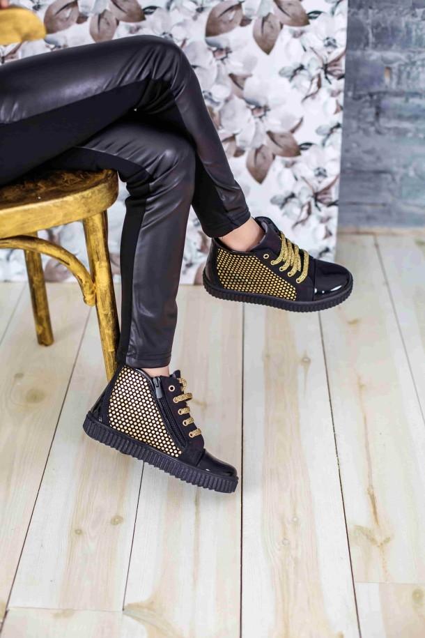 Девочка обута в детские демисезонные ботинки Woopy Orthopedic черные (3796) Фото 2