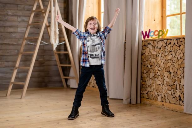 Мальчик обут в детские демисезонные ботинки Woopy Orthopedic черные (3841) Фото 1