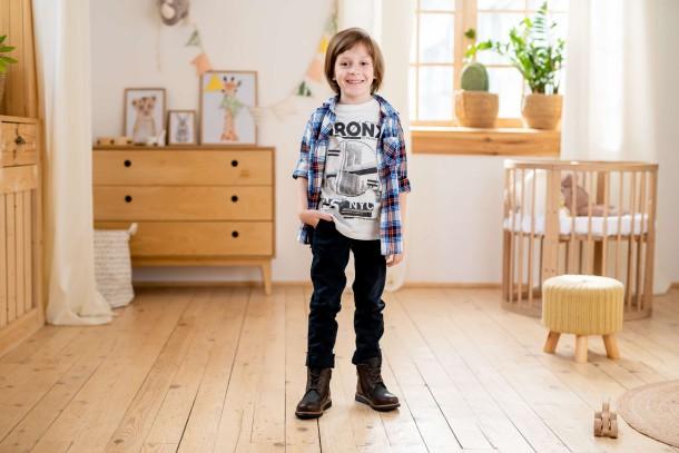 Мальчик обут в детские демисезонные ботинки Woopy Orthopedic коричневые (3864) Фото 1