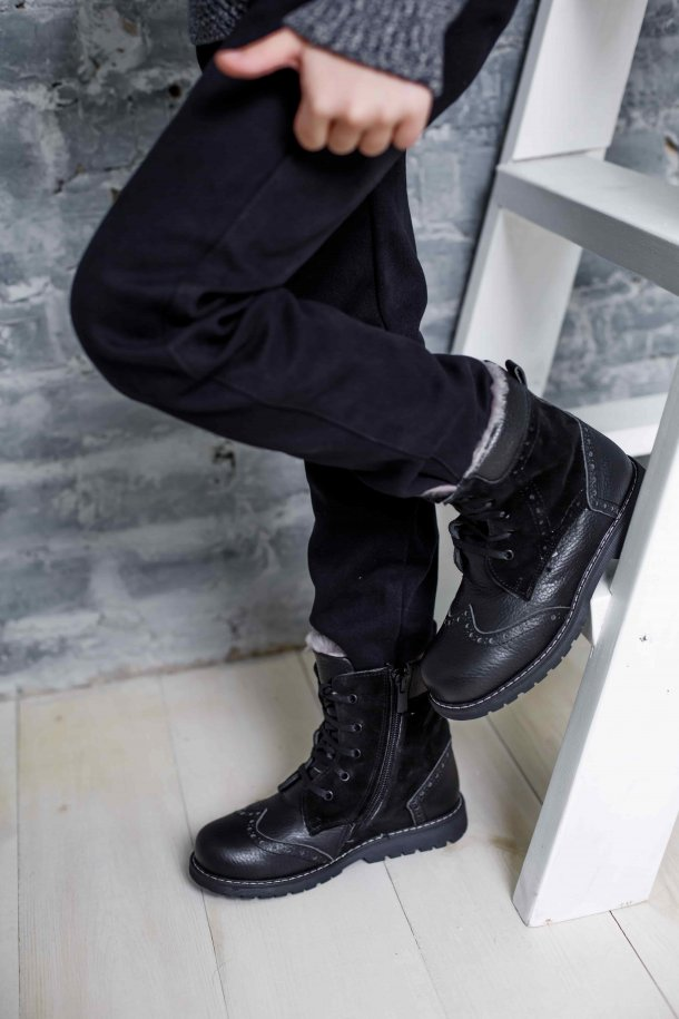 Девочка обута в детские зимние ботинки на меху Woopy Orthopedic черные (3929) Фото 2