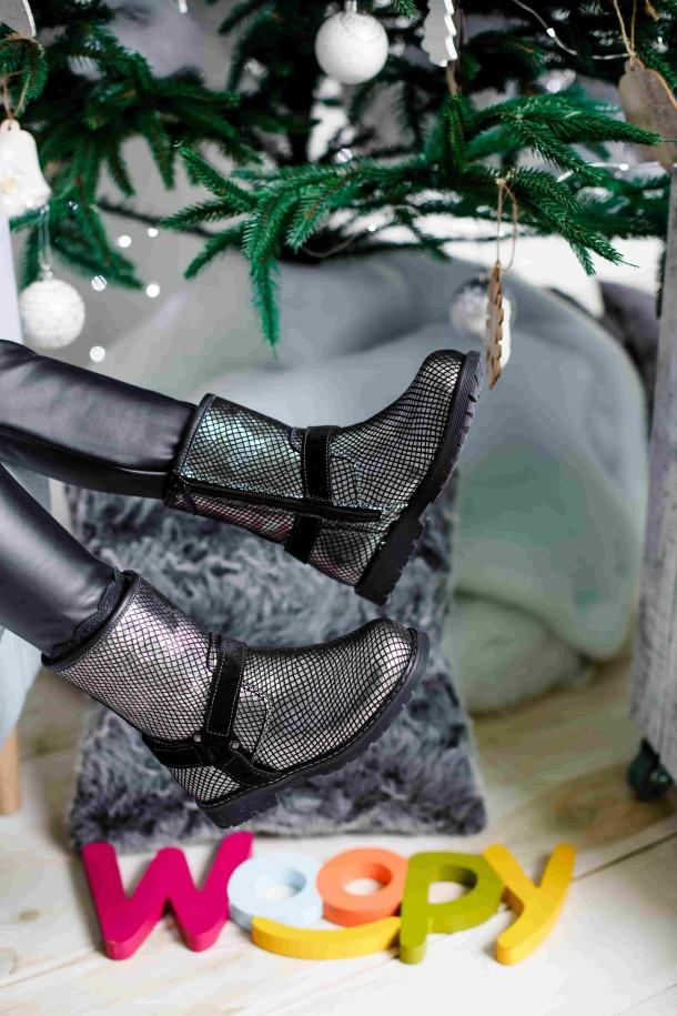 Девочка обута в детские зимние сапожки на меху Woopy Orthopedic серебряные (3930) Фото 2