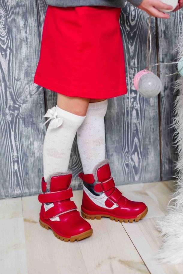 Девочка обута в детские зимние ботинки на меху Woopy Orthopedic красные (3943) Фото 2