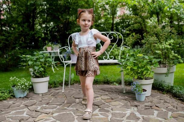 Девочка обута в детские мокасины Woopy Orthopedic золотые (4013) Фото 1