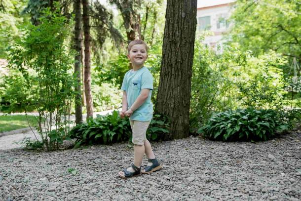 Мальчик обут в детские ортопедические босоножки Woopy Orthopedic серые (4072) Фото 1