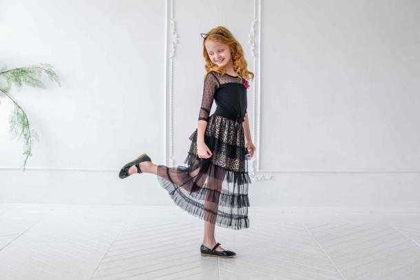 Девочка обута в детские туфли Woopy Orthopedic черные (4133) Фото 1