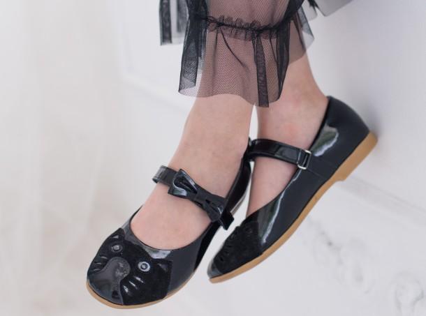 Девочка обута в детские туфли Woopy Orthopedic черные (4133) Фото 2