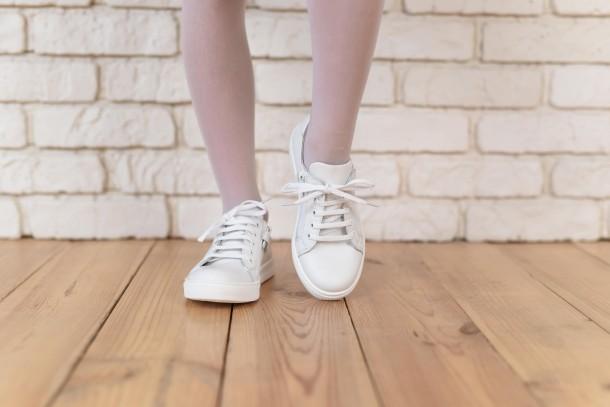 Девочка обута в детские кеды Woopy Orthopedic белые (4165) Фото 2