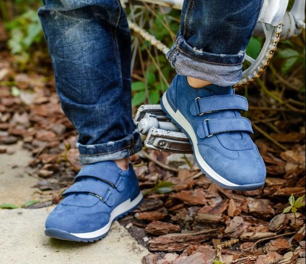 Мальчик обут в детские кроссовки Woopy Orthopedic голубые (4194) Фото 2