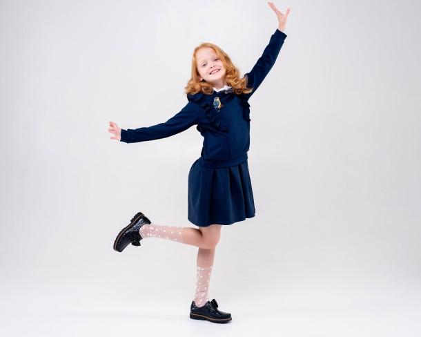 Девочка обута в детские туфли Woopy Orthopedic темно-синие (4259) Фото 1