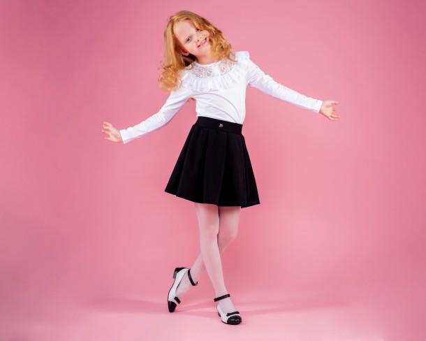 Девочка обута в детские туфли Woopy Orthopedic белые (4262) Фото 1