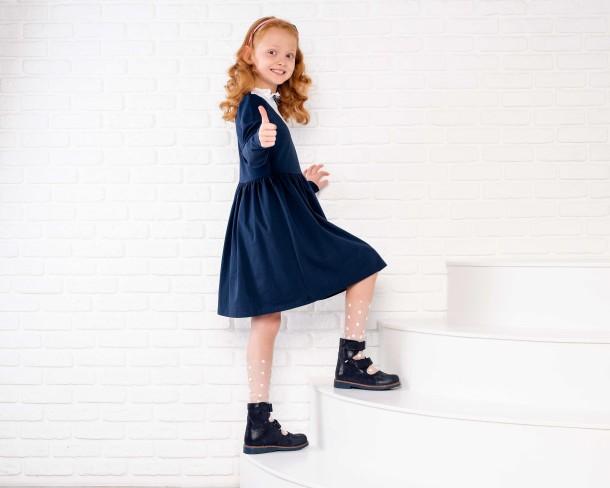 Девочка обута в детские ортопедические туфли (с высоким берцем) Woopy Orthopedic синие (4272) Фото 1