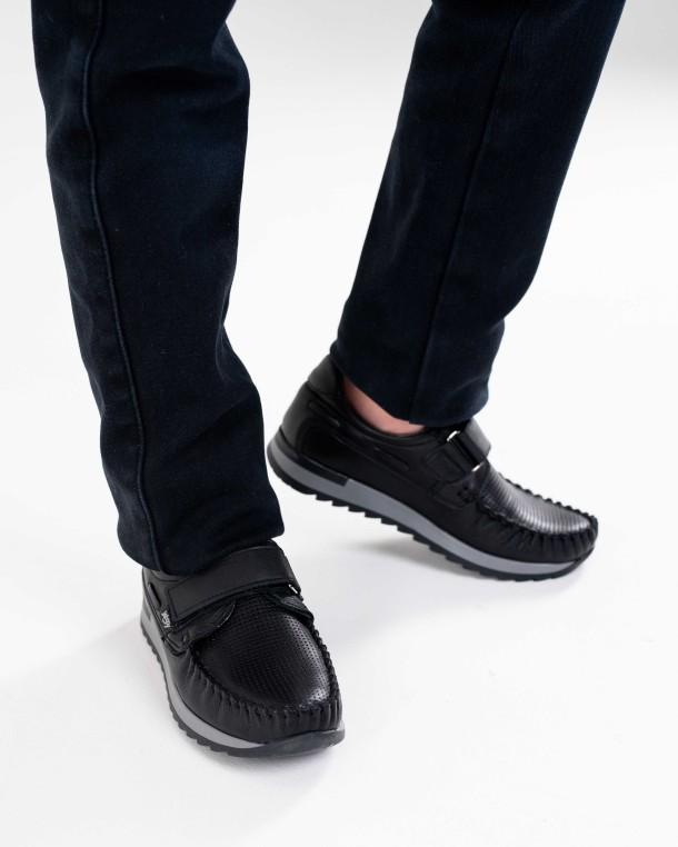 Мальчик обут в детские туфли Woopy Orthopedic черные (4275) Фото 2