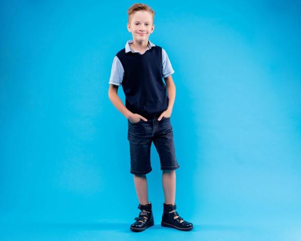 Мальчик обут в детские ортопедические туфли (с высоким берцем) Woopy Orthopedic синие (4279) Фото 1