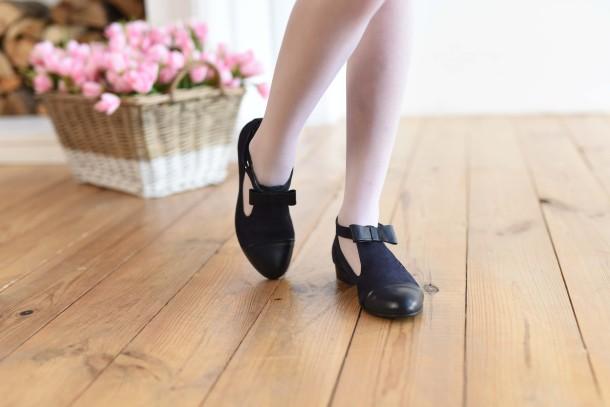 Девочка обута в детские туфли Woopy Fashion синие (4297) Фото 2