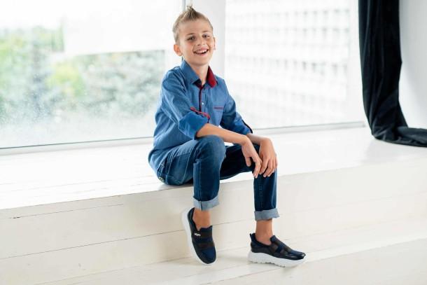 Девочка обута в детские кроссовки Woopy Fashion синие (4301) Фото 1