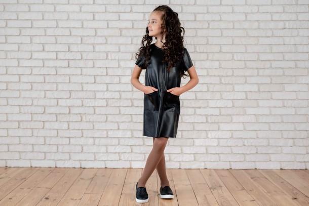 Девочка обута в детские слипоны Woopy Fashion черные (4306) Фото 1