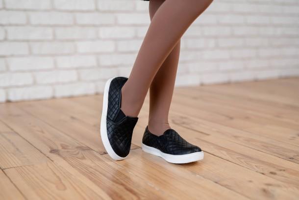 Девочка обута в детские слипоны Woopy Fashion черные (4306) Фото 2