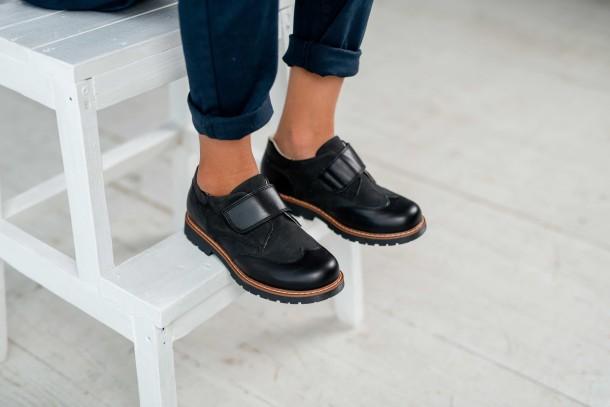 Мальчик обут в детские туфли Woopy Fashion черные (4329) Фото 2