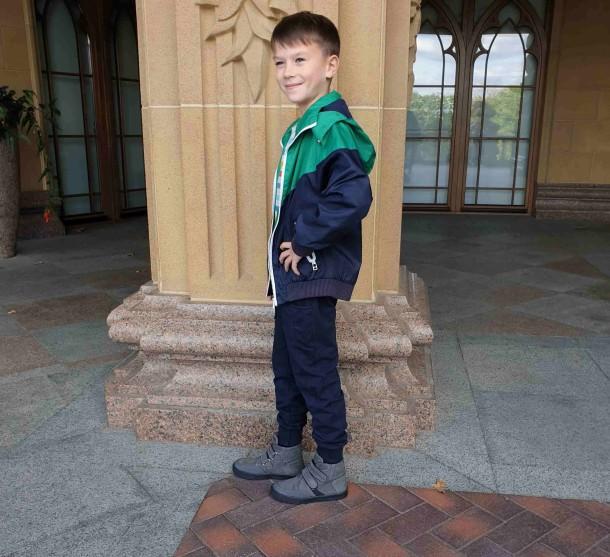 Мальчик обут в детские демисезонные ботинки Woopy Fashion серые (4362) Фото 1