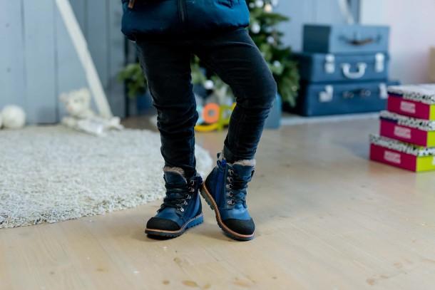 Мальчик обут в детские зимние ботинки на меху Woopy Fashion синие (4415) Фото 2