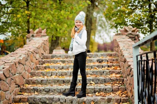 Девочка обута в детские зимние сапоги на меху Woopy Fashion черные (4451) Фото 1