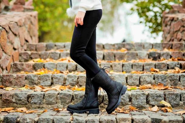 Девочка обута в детские зимние сапоги на меху Woopy Fashion черные (4451) Фото 2