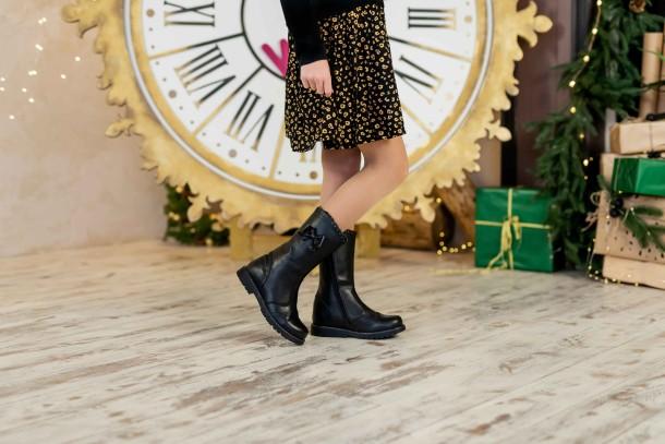 Девочка обута в детские зимние сапоги на меху Woopy Fashion черные (4452) Фото 2