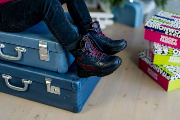 Мальчик обут в детские зимние ботинки на меху Woopy Orthopedic синие (4470) Фото 2