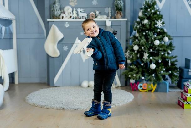 Мальчик обут в детские зимние ботинки на меху Woopy Fashion синие (4476) Фото 1