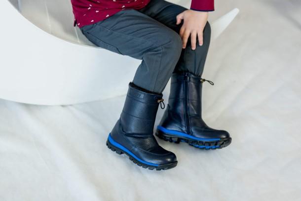 Мальчик обут в детские зимние сапоги на меху Woopy Fashion синие (4477) Фото 2