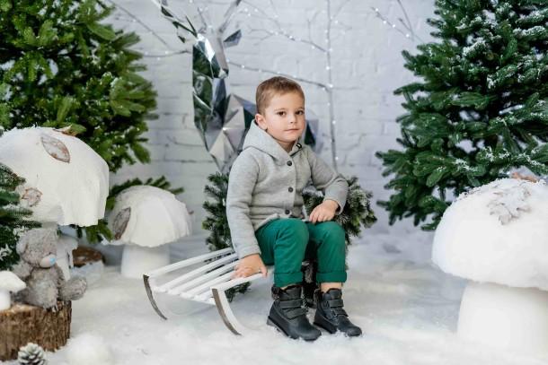 Мальчик обут в детские зимние ботинки на меху Woopy Fashion серые (4478) Фото 1