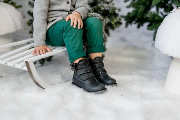 Мальчик обут в детские зимние ботинки на меху Woopy Fashion серые (4478) Фото 2