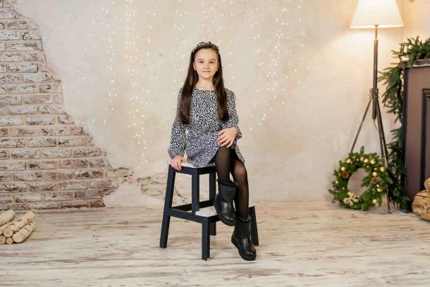 Девочка обута в детские зимние угги на меху Woopy Fashion черные (4502) Фото 1