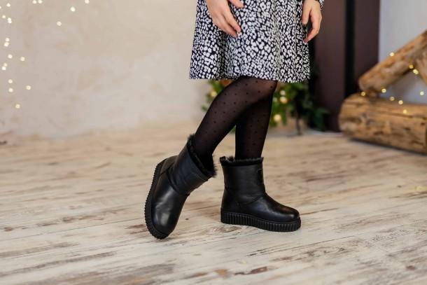 Девочка обута в детские зимние угги на меху Woopy Fashion черные (4502) Фото 2