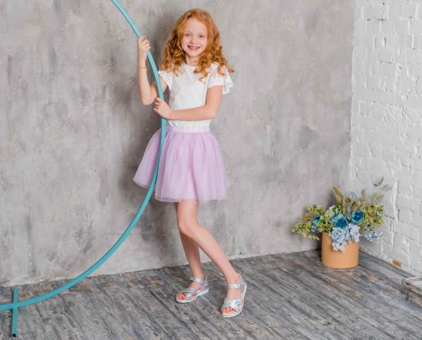 Девочка обута в детские босоножки Woopy Fashion серебряные (5017) Фото 1