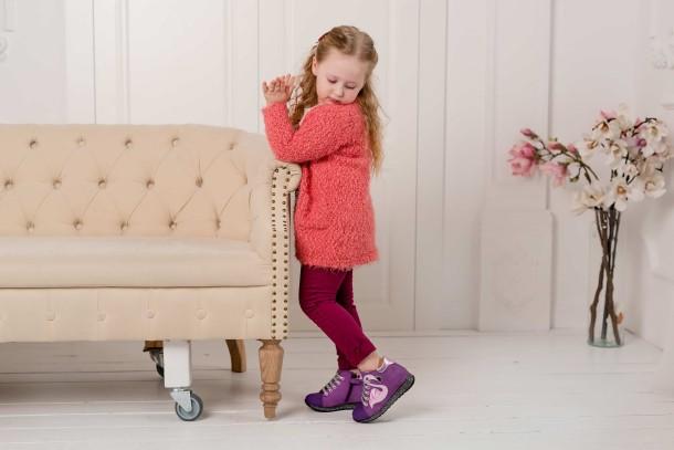 Девочка обута в детские демисезонные ботинки (подкладка кожа) Woopy Fashion фиолетовые (5022) Фото 1