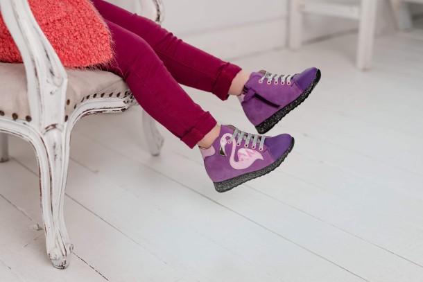 Девочка обута в детские демисезонные ботинки (подкладка кожа) Woopy Fashion фиолетовые (5022) Фото 2