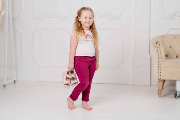 Девочка обута в детские босоножки Woopy Orthopedic розовые (5041) Фото 1