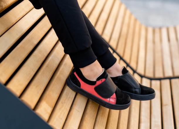 Девочка обута в детские кеды Woopy Fashion черные (5056) Фото 1