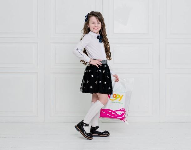 Девочка обута в детские туфли Woopy Orthopedic черные (5071) Фото 1